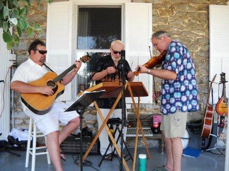 Men on guitar and violin