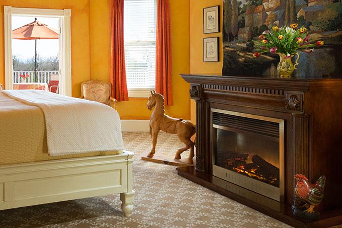 suite-7-fireplace