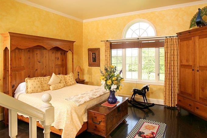 Virginia Inn Suite 11 Bedroom