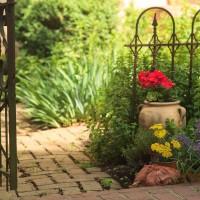 The L'Auberge Provencale garden