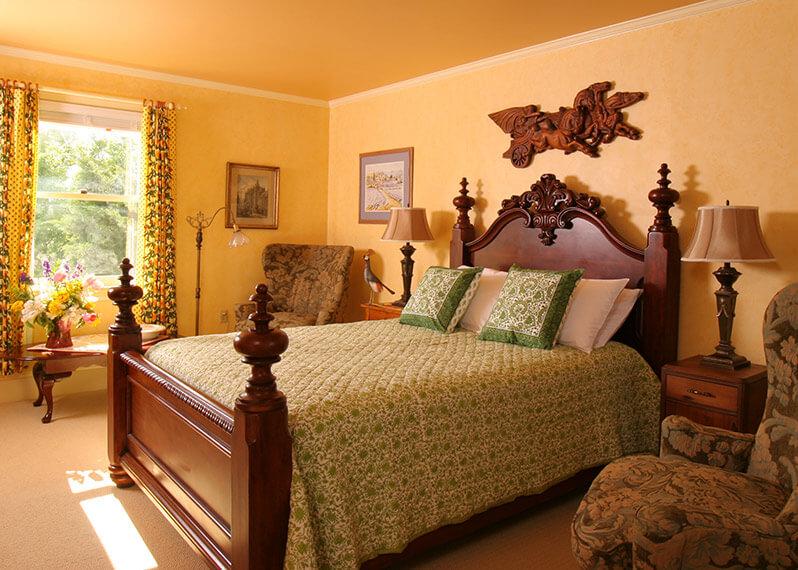 Romantic Getaways in VA - Josephine Room bed