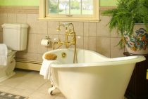 Marie Antoinette Room bathroom with clawfoot tub at our Shenandoah Valley B&B