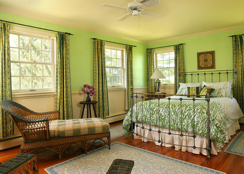 Marie Antoinette Room provides the perfect romantic weekend getaways in Virginia