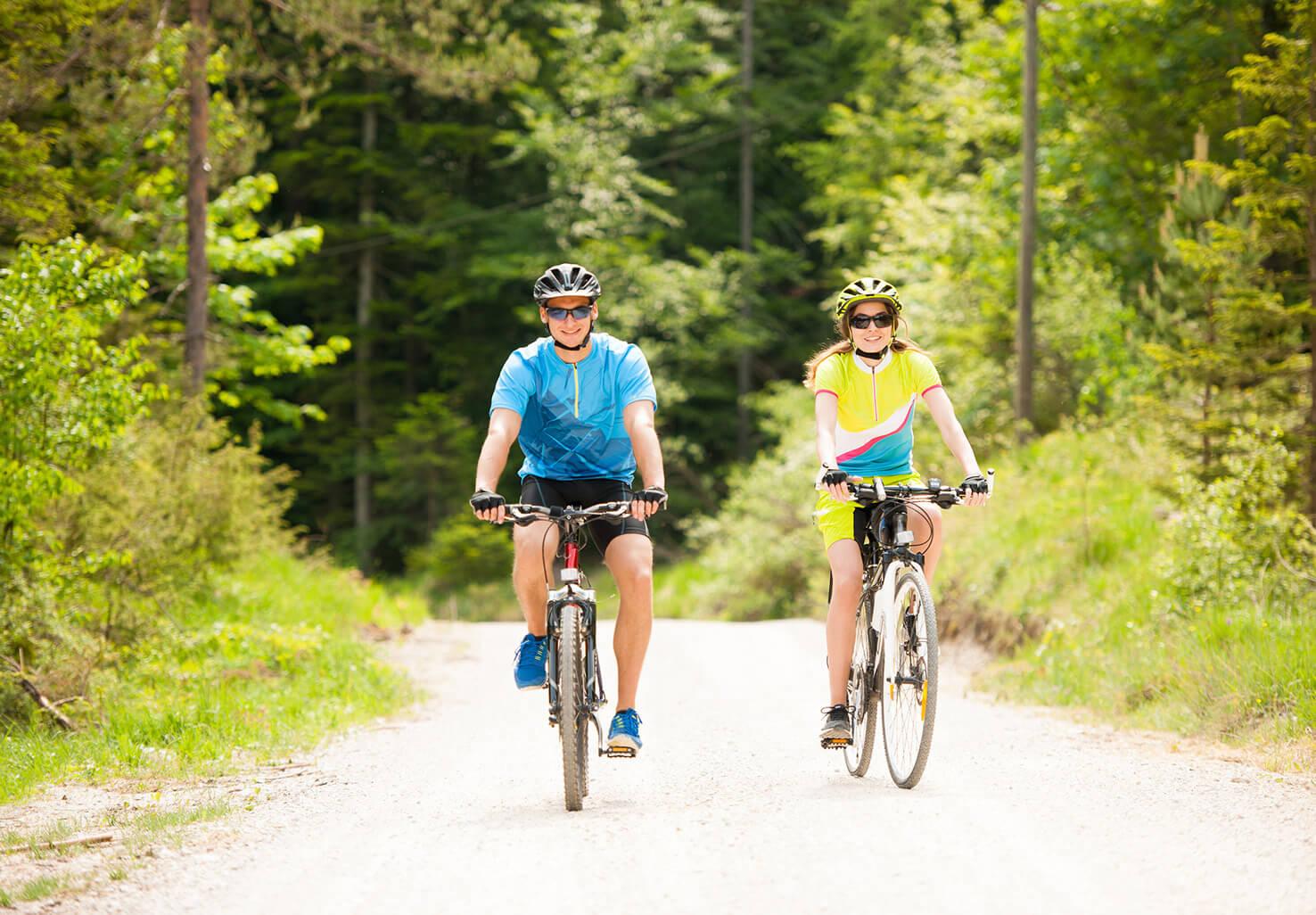 Couple biking in Virginia