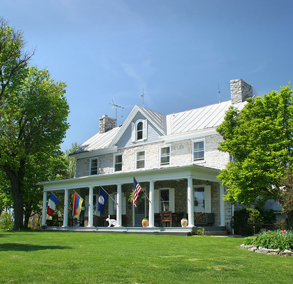 Exterior view of L'Auberge Provencale bed and breakfast