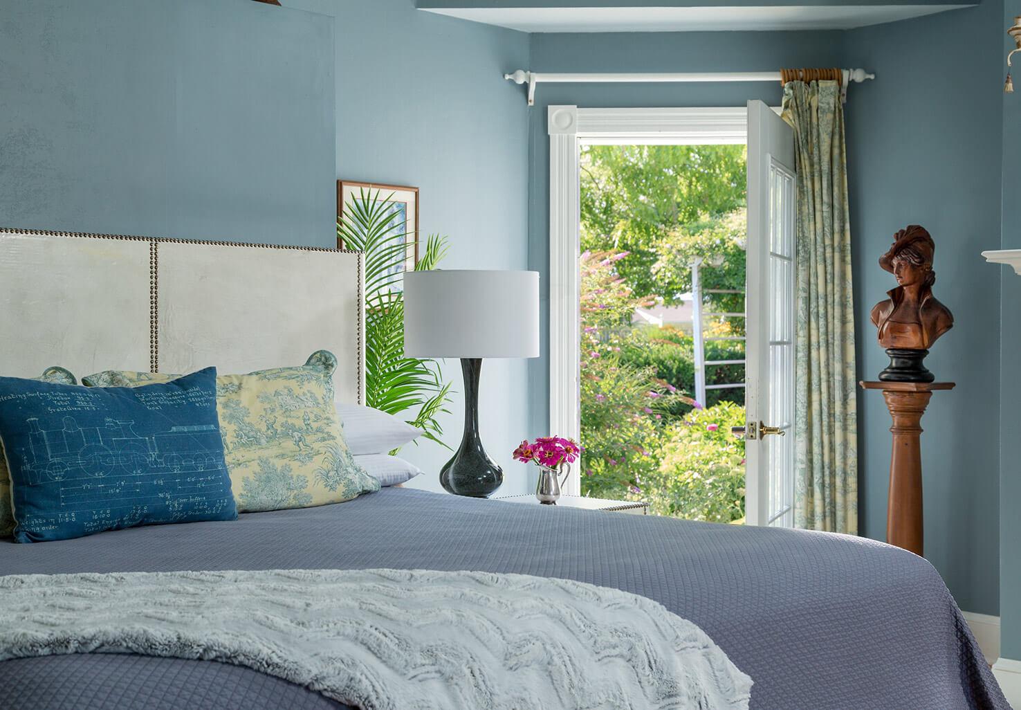 Renoir Room bed