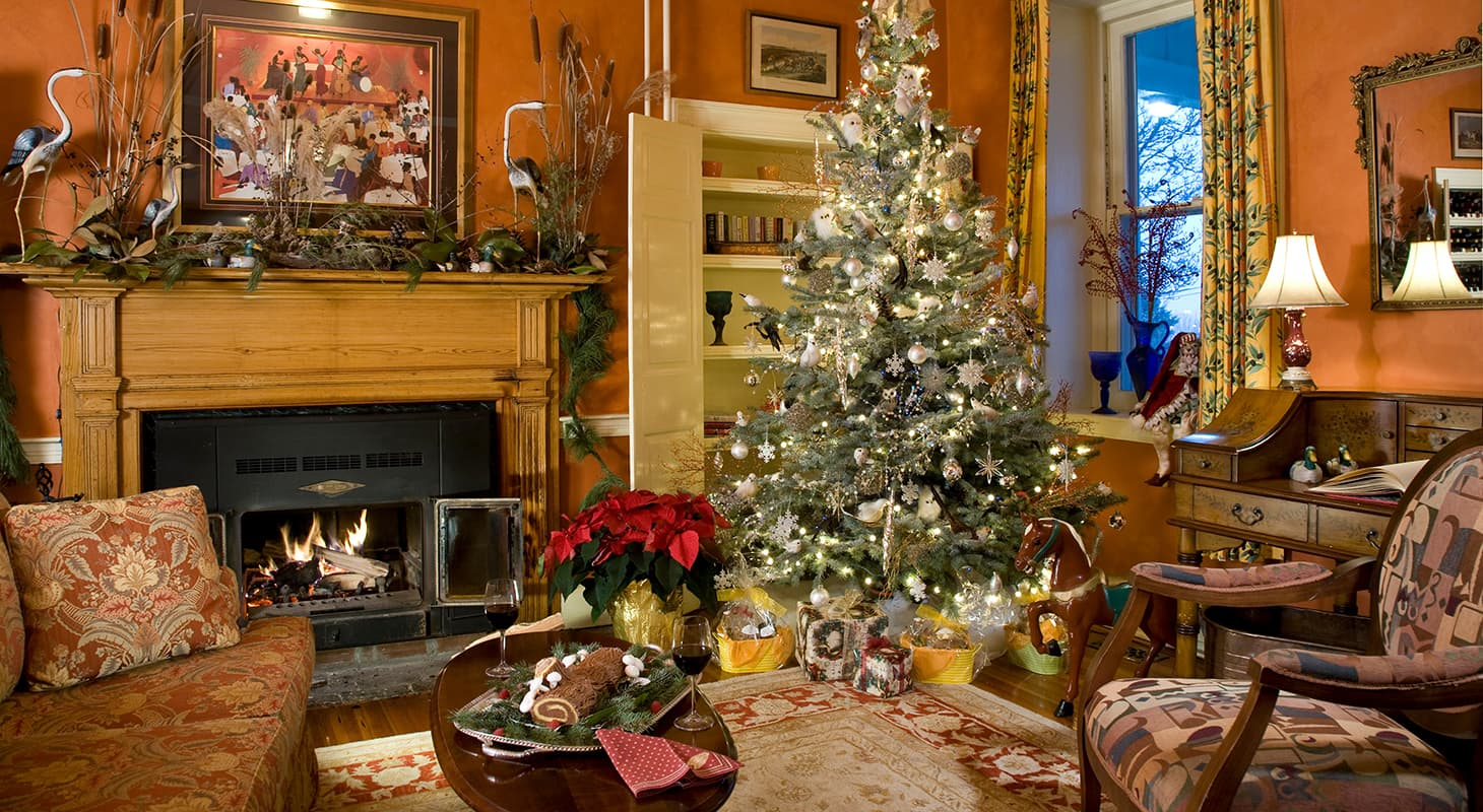 Sitting room decorated for Christmas