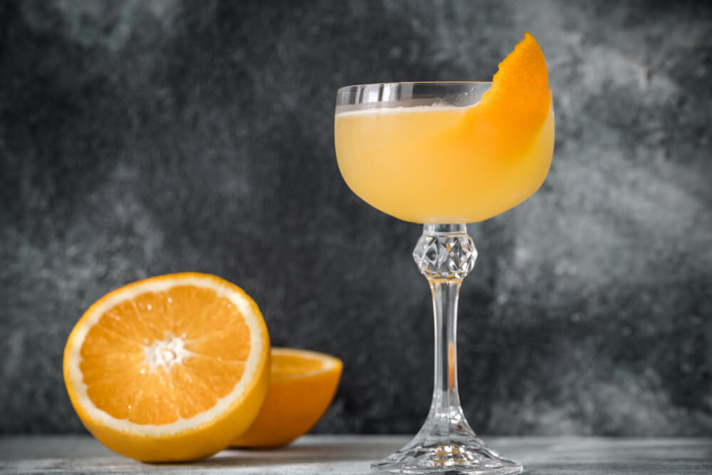 Bee's Knees Cocktail Drink